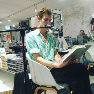 Simon Bennebjerg læser op Boghallen