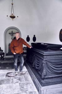 Peter von Scholten har et mausoleum på Assistens kirkegård
