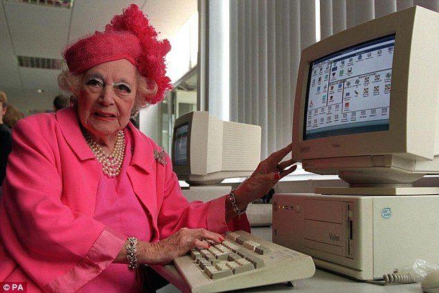 barbara cartland, forfatter, computer, e-bøger