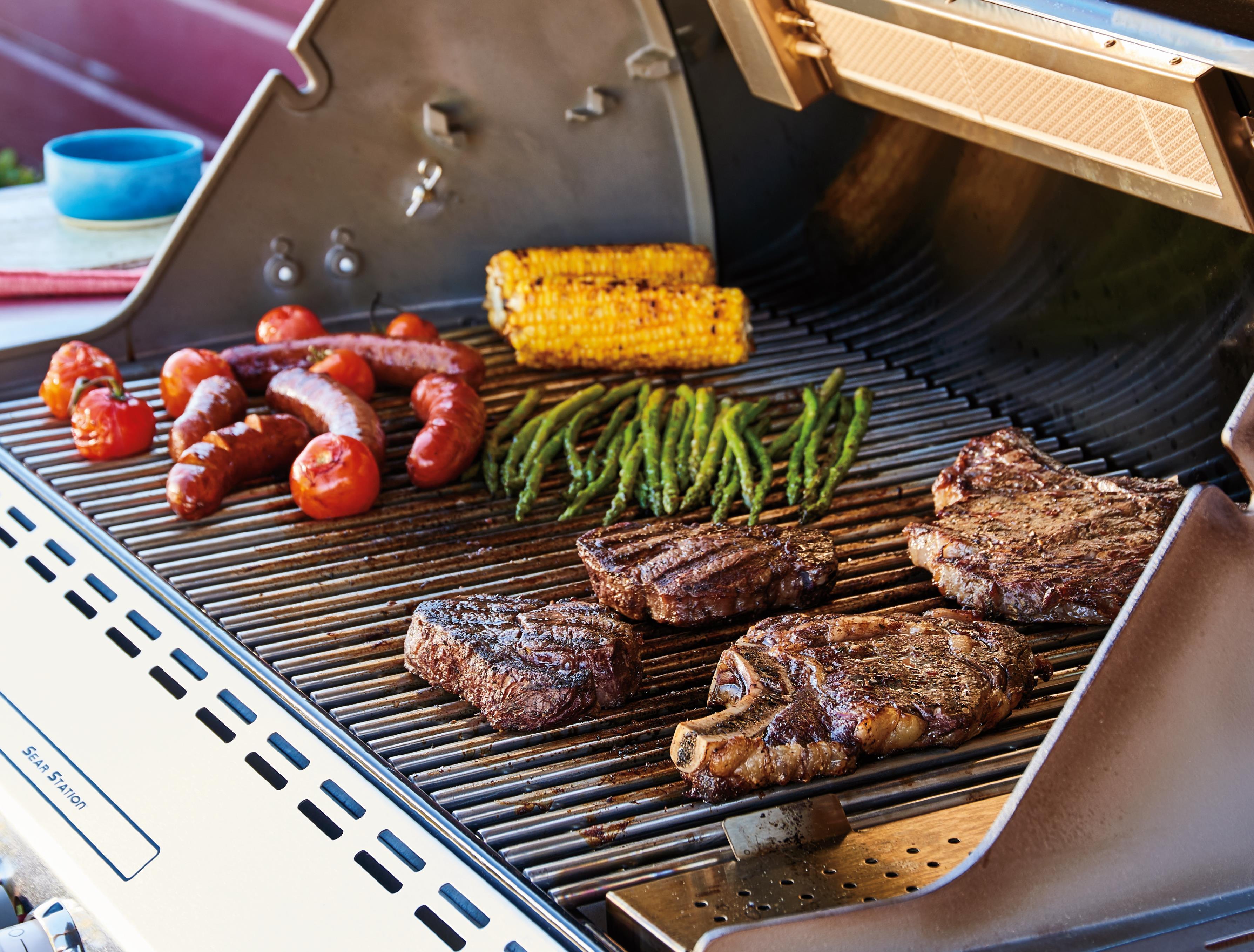 Webers største grillhits, webergrill, grillmad, grillning, lad mig grille, jeg elsker at grille, please lad os grille, bøffer på grillen, kylling på grillen, vi elsker at grille, danmark som grillnation, flot grillbog, grill den her, grillsalat, kulgrill, gasgrill, kuglegrill, tøndegrill, alt med grill