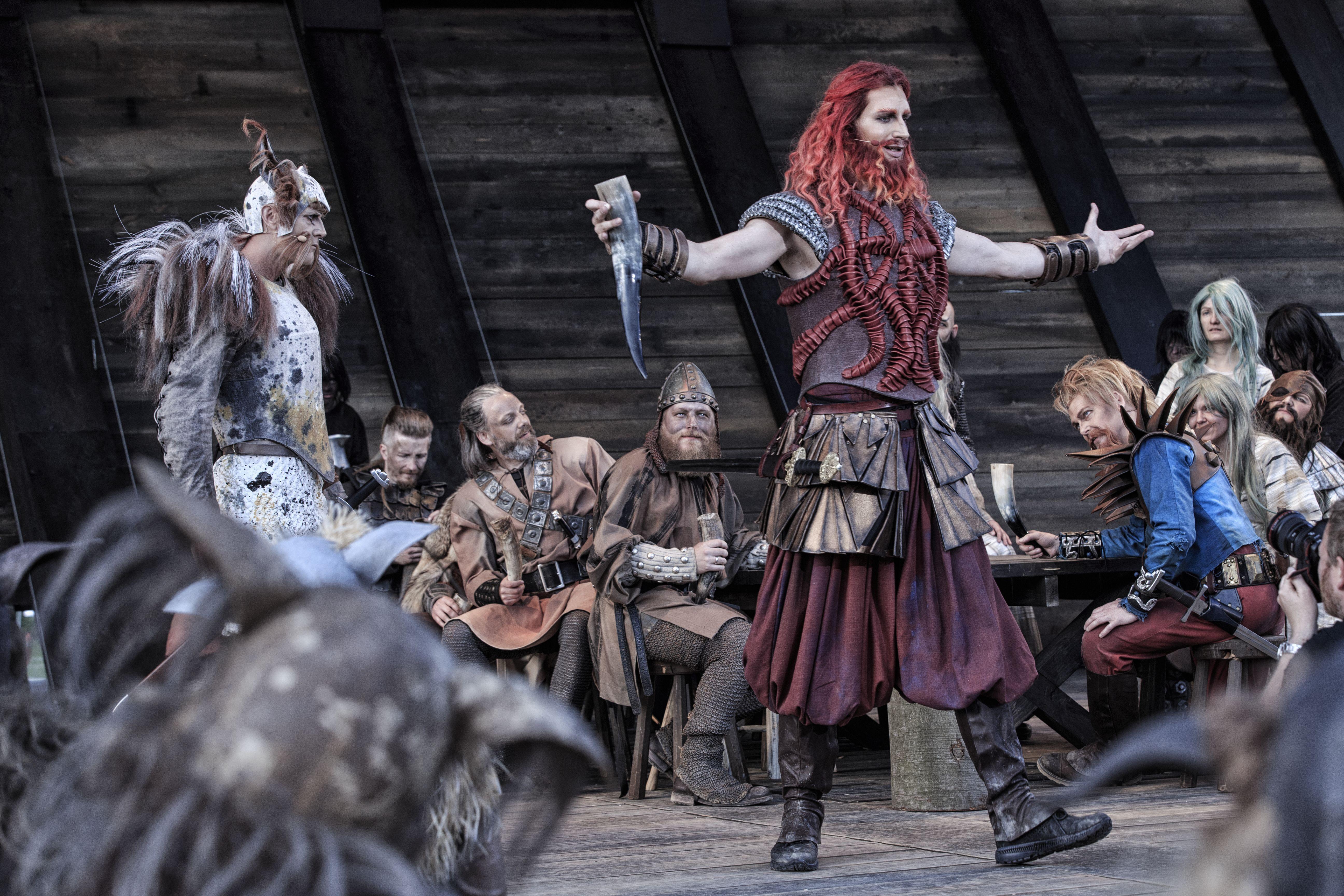 røde orm, frans bengtsson, vikinger, sagaer, moesgaard museum, dyrehaven, det kongelige teater, andreas jebro, teater, vikingeskib, skuespil