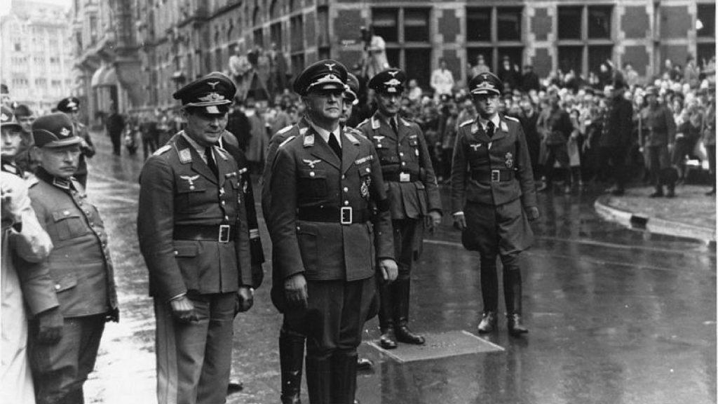 den totale rus, norman ohler, lindhardt og ringhof, hitler, narkotika i det tredje, adolf hitler, nazityskland, pervitin, stoffer, metamfetamin, breaking bad