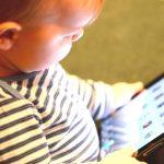 Skræmmende, ny forskning. Derfor ødelægger skærme dit lille barns udvikling